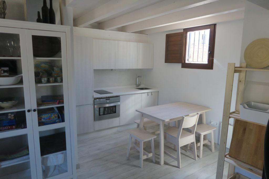 mirando_a_cuenca_apartamento_turistico_cuenca_casco_antiguo_cocina