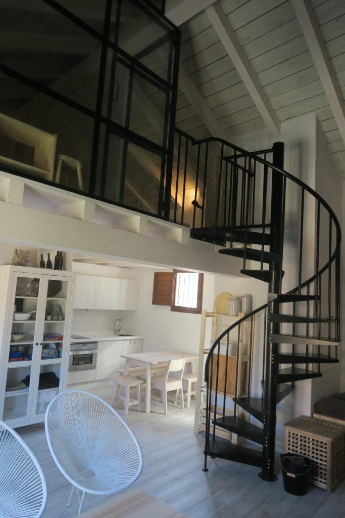 mirando_a_cuenca_apartamento_turistico_cuenca_casco_antiguo_salon_principal_planta_baja