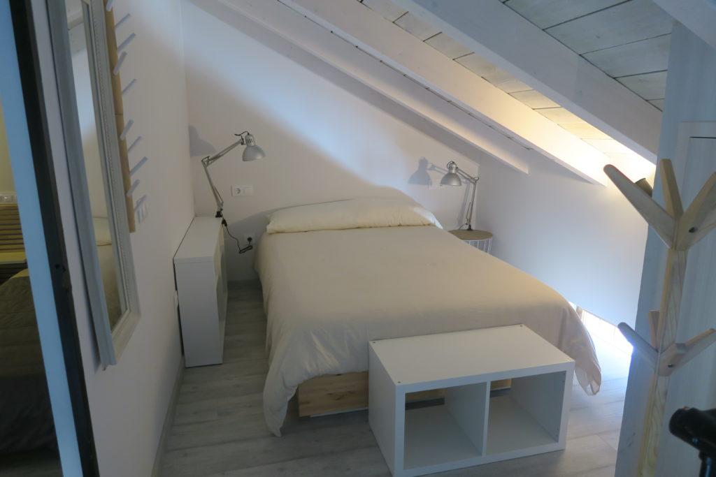 mirando_a_cuenca_apartamento_turistico_cuenca_casco_antiguo_habitacion_principal