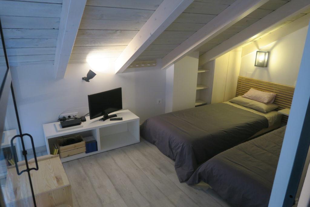 mirando_a_cuenca_apartamento_turistico_cuenca_casco_antiguo_habitacion