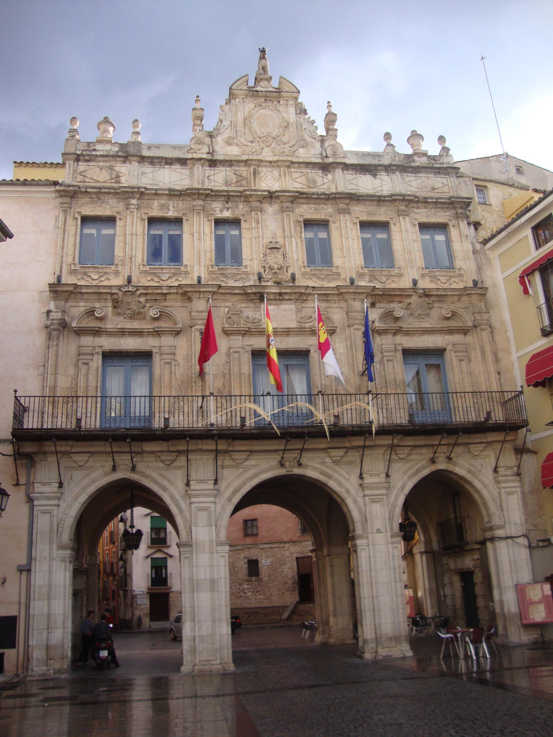 Ayuntamiento_Cuenca_cerca_mirandoacuenca.e